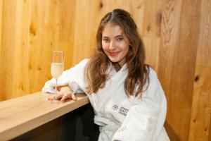 10 Sara Sandeva - ve wellness podávají i prosseco IMG 1724