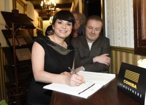 Bára s Pavlem podepsali členství v klubu a mohou si zapálit DSC6315