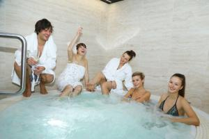 5 Někdo se bublinkoval jíní se chystali do sauny a na masáž IMG 7338