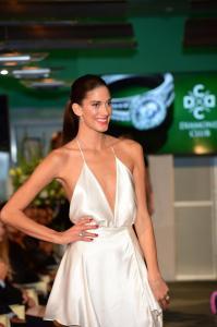 Aneta Vignerová v odvážných šatech  předvádí šperky  diamond club 5704