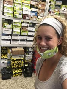 Kateřina Pechová selfie ze skladu dětské obuvi