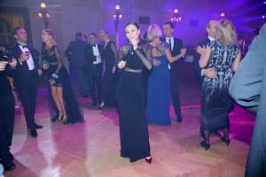 Monika Bagárová zpívá na plese Toyoty