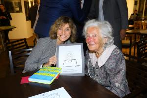 M. Dietlová a 101 letá Linda WichterlováIMG 0408