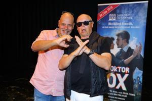 dvakrát  Doktor OX